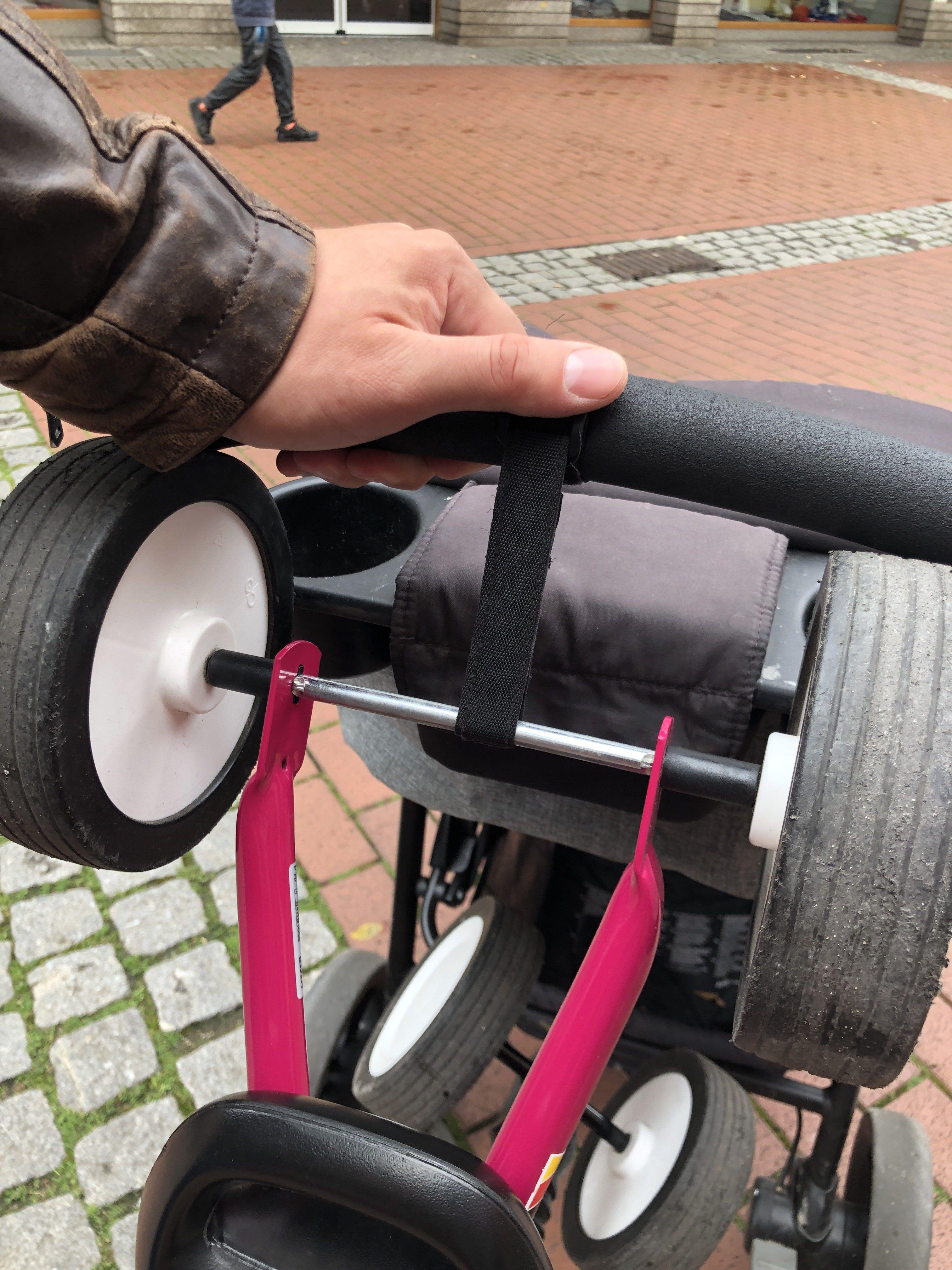 Puky Wutsch am Kinderwagen befestigen zum dranhängen